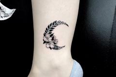 benay yılmaz çiçek ay dövme çalışması