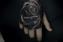 benay yılmaz realistik gül rose dövme çalışması
